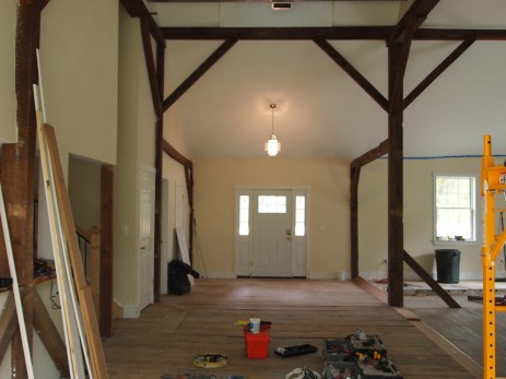 a view of the front door / foyer area.
